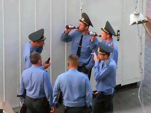 poza-pauza-de-masa-in-rusia